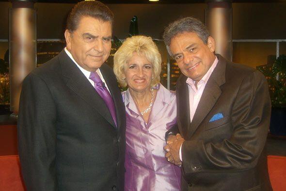 Sin lugar a dudas, el 'Príncipe de la canción' y su esposa Sarita Salaza...