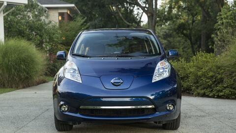 Con 107 millas de rango, el Nissan Leaf 2016 es uno de los vehículos elé...