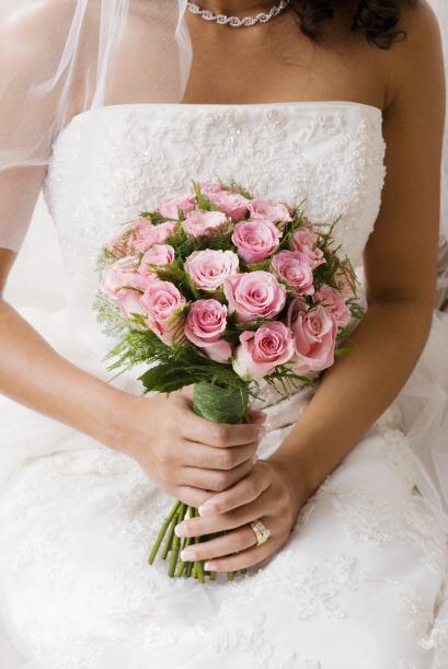 La boda tradicional japonesa incluye tu ramo de rosas como lo soñ...