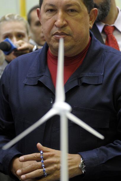 Dentro de las medidas que han causado controversia, Chávez intent...
