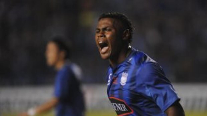 Emelec acabó con el invicto que mantenía Deportivo Quito, que cedió posi...