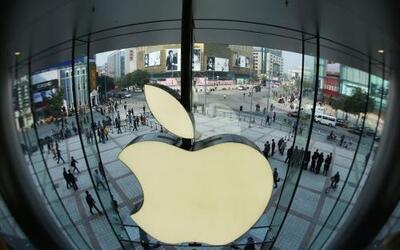 El gigante tecnológico Apple abrió este sábado en Pekín su tienda más gr...