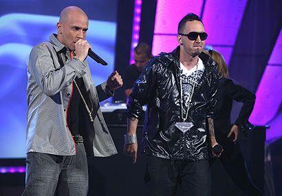 Entre los cantantes que grabaron con Alexis y Fido destcaca Don Omar.