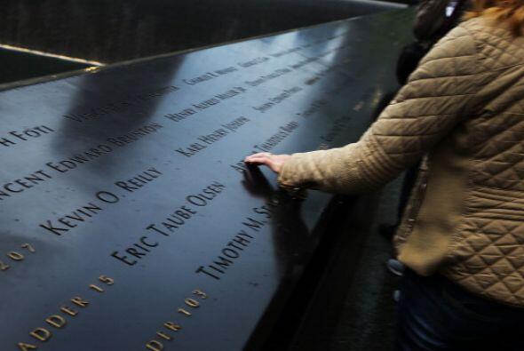 Afuera del Memorial están los nombres de las 2,983 víctimas de los ataques.