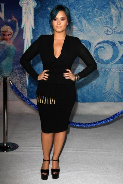 Quién también dejó que el aire se deleitara un poco con su piel fue Demi...