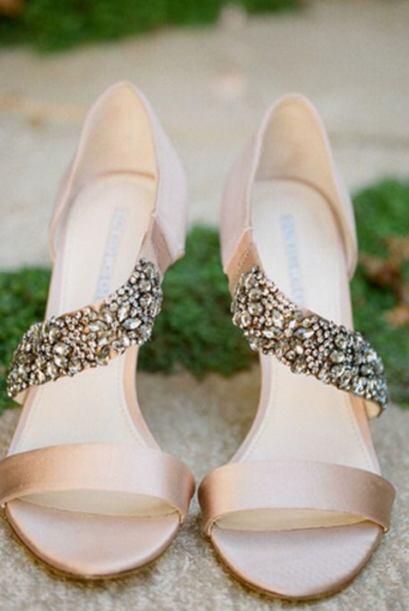 La novia ya tiene todo listo para la boda y festejo. Un paso más en su v...