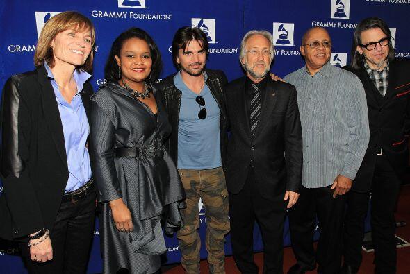 El festejo ofreció la oportunidad a los partidarios de la Grammy...