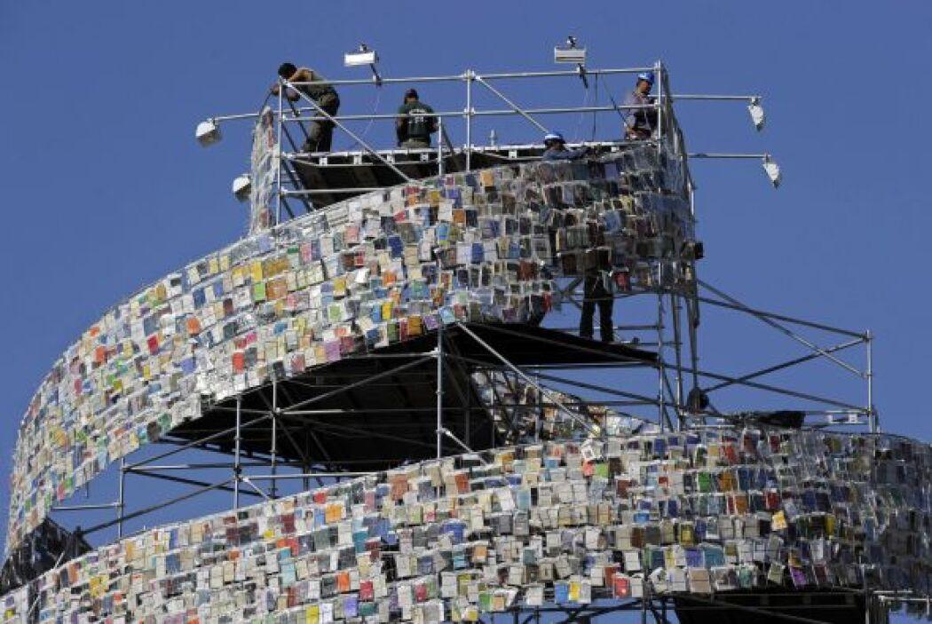 Ya en la parte más alta de la estructura se ubican los libros de África...