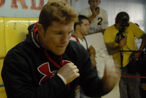 'Álvarez empezó a soltarse en el ring del gimnasio.