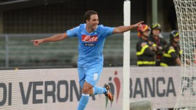 Higuaín ya hizo su primer gol con el Napoli.