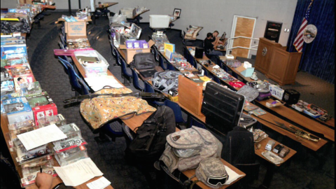El monto de lo robado es de decenas de miles de dólares.