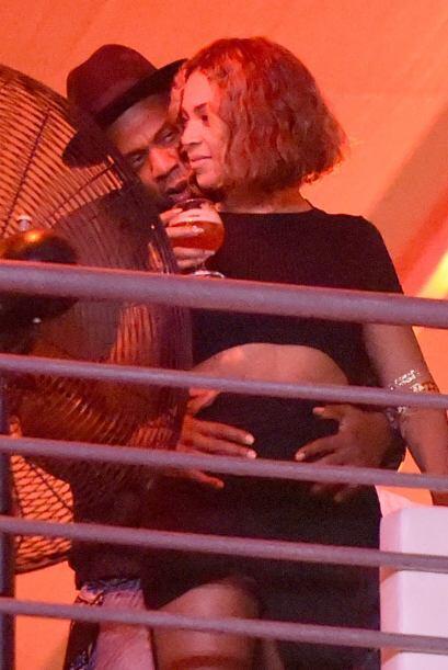 Luego salieron a la luz estas fotografías de la pareja, en donde...