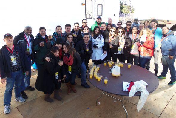 Alejandro Mendoza y Maity Interiano, junto con un dedicado equipo de pro...