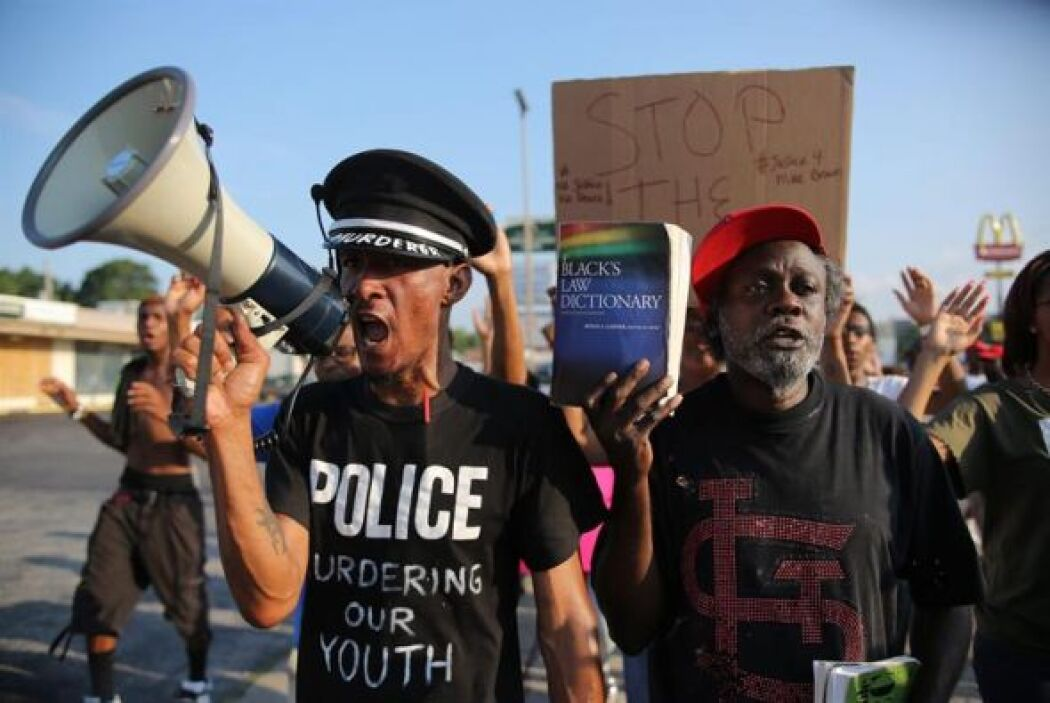Manifestantes protestaron por la muerte de Michael Brown en la avenida W...