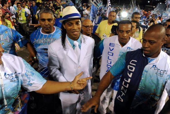 El primer desfile del carnaval en Rio de Janeiro contó con la par...