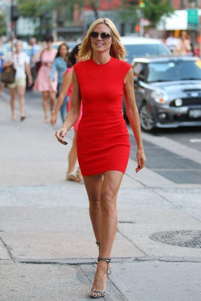 Heidi Klum dejó al descubierto sus tonificadas piernas.  Mira los chisme...
