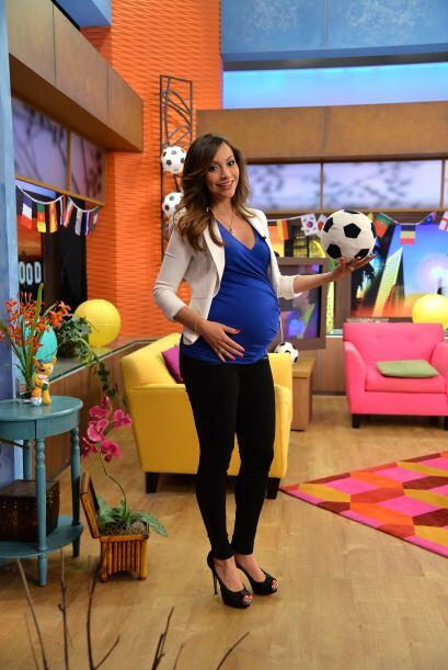 La playera de Honduras ya no le queda pero Satcha llegó vistiendo de azu...