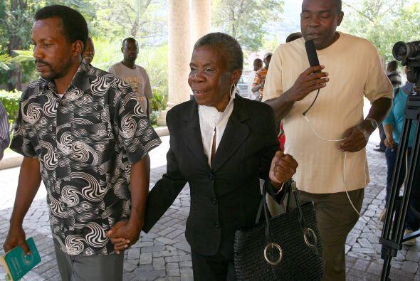 Ninguno de losfuncionarios que se encontraban con Duvalier cuando llegó...