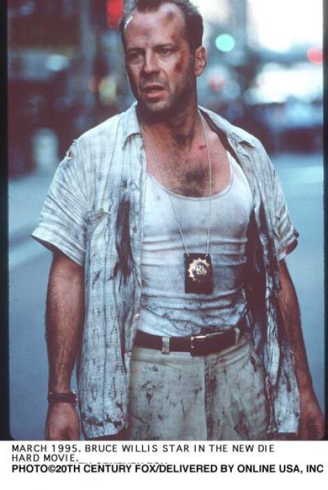 Bruce Willis es el galán de acción por excelencia y aún cuando estuviera...