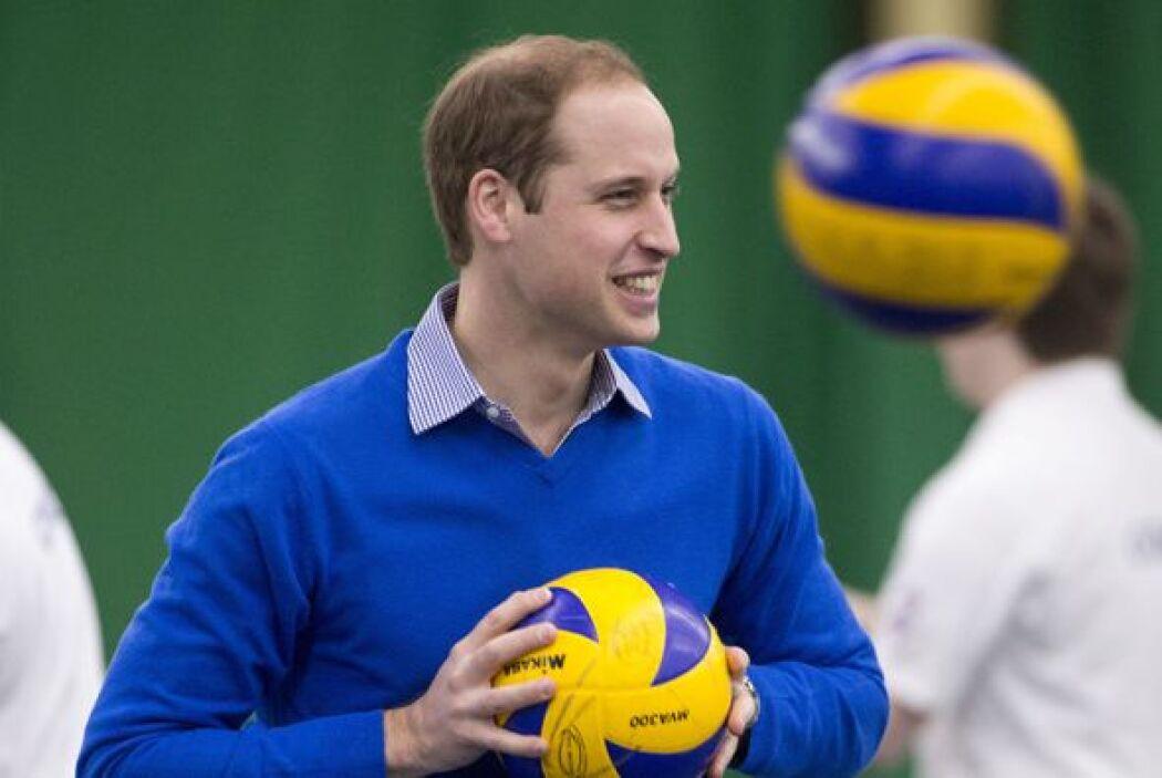 Claro, a su padre, el Príncipe Carlos, también se le ha caído. Mira aquí...