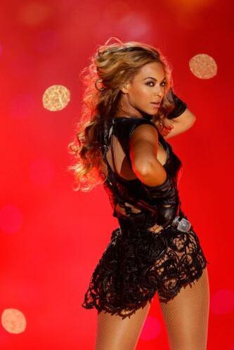 Otra que siempre da mucho de qué hablar con sus atuendos es Beyoncé, qui...