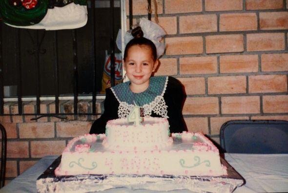 La mexicana tuvo una infancia feliz con sus padres y sus abuelitos.