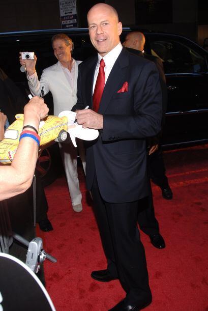Bruce Willis Mira aquí lo último en chismes.