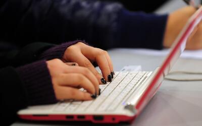 Regalos tecnológicos para los jóvenes que se están graduando de la secun...