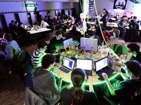 El mayor congreso europeo de piratas informáticos, organizado por el Cha...