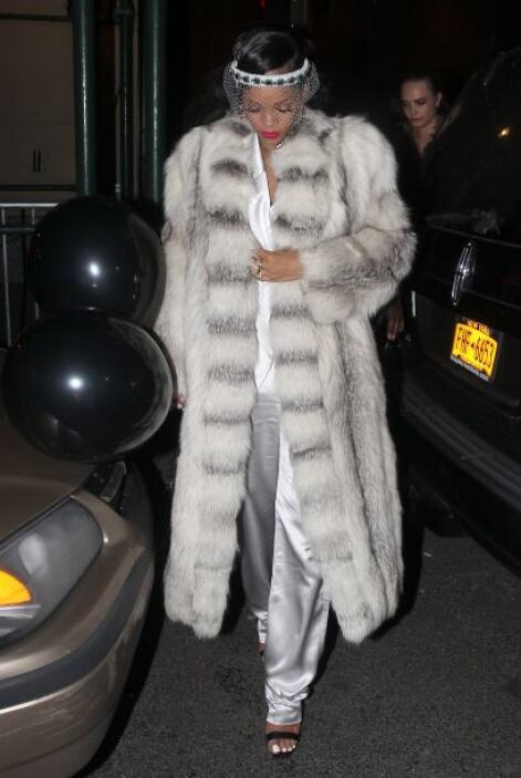 ¡Rihanna siempre nos sorprende con sus 'outfits'! Para esta ocasión elig...