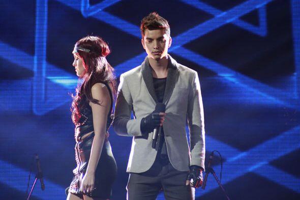 Realizaron unos duetos en honor al grupo invitado, Camila.