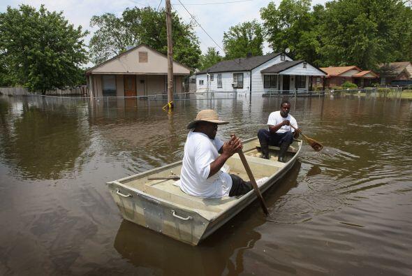 Los agricultores invertían decenas de miles de dólares para alzar diques...
