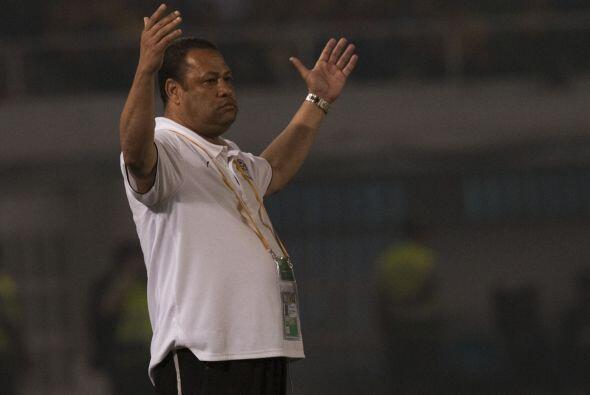 El técnico de Egipto, El Sayed, alentaba a sus muchachos.