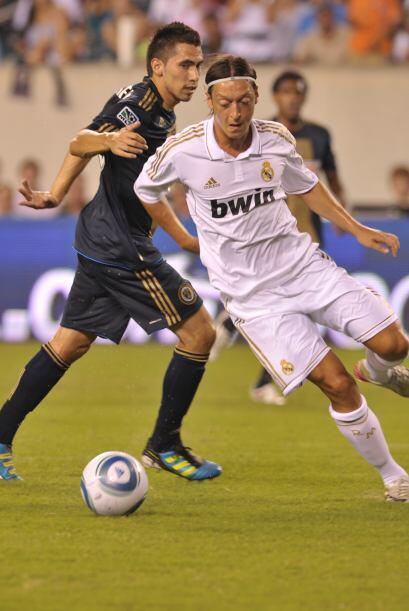 Mesut Özil fue el encargado de hacer el segundo gol de los espa&nti...