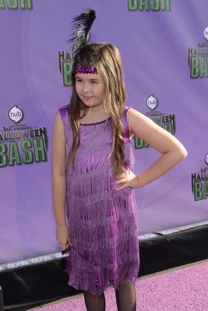 Aquí hay una adorable pequeña que eligió vestirse como una bailarina de...