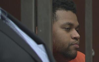Comparece en corte el acusado del asesinato de una joven