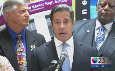 Superintendente escolar de Miami-Dade pide calma a los padres por el reg...