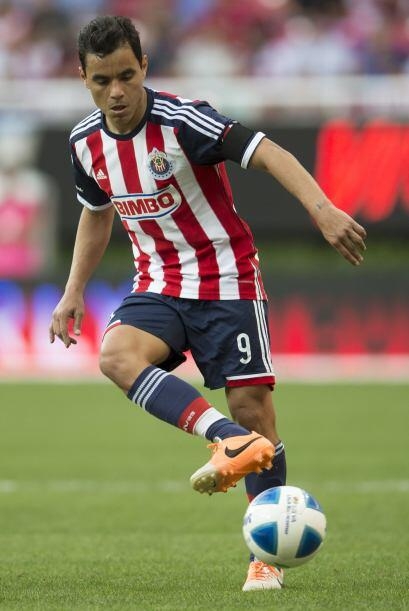 18 Omar Bravo.-   El capitán y símbolo del Guadalajara pod...