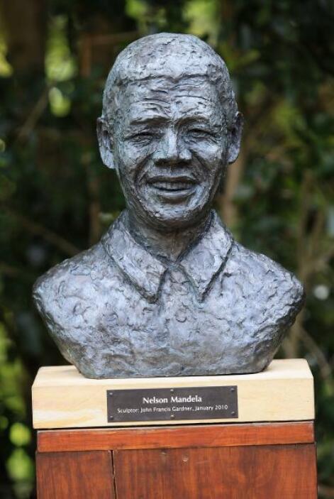 Una estatua en los Jardines Kirstenbosch, en Ciudad del Cabo, Sudáfrica.