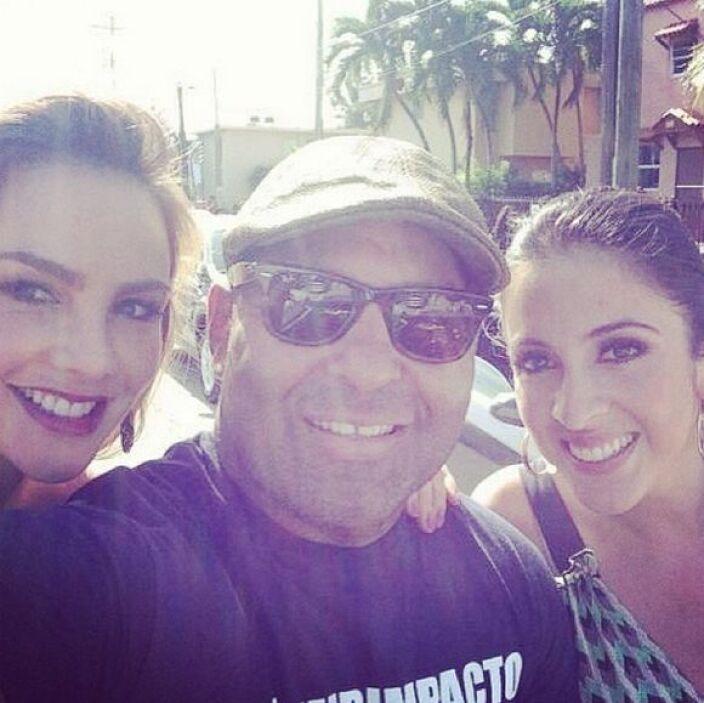 """""""Listísimos para el desfile de los #ReyesMagos en la #Calle8 #Miami"""", co..."""