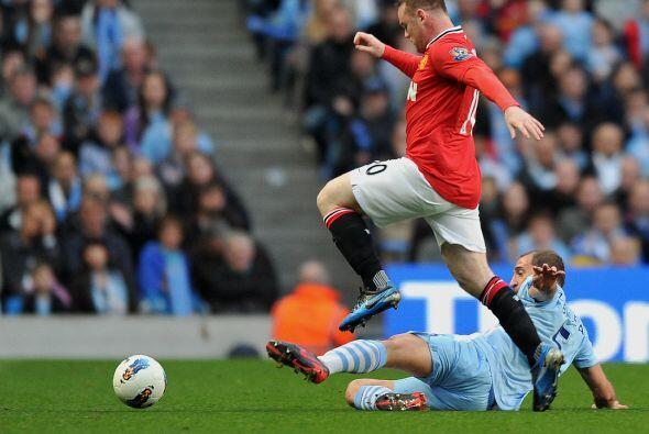 Wayne Rooney era el único jugador que estaba en el ataque de los 'Reds',...