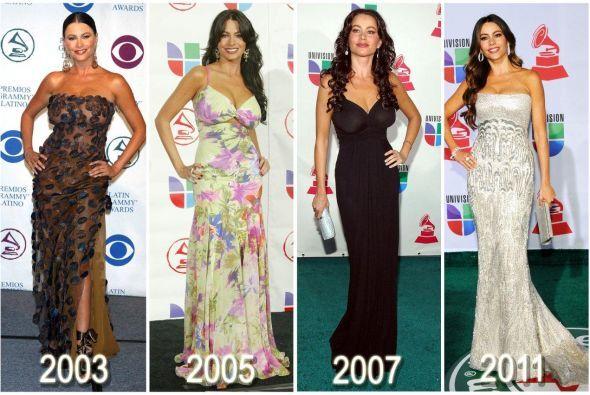 Sofía Vergara camina por una alfombra y roba miradas. A veces ni su vest...
