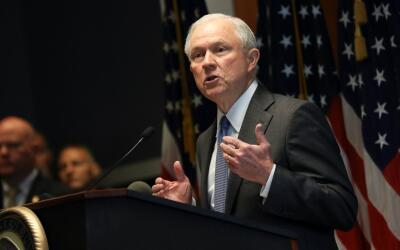 Jeff Sessions a ABC: ''Muchos involucrados con pandillas de EEUU son ext...
