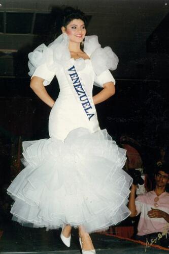 Fue coronada como primera finalista en el Miss Venezuela en 1990.