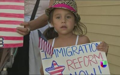 Protestas en Murrieta, ahora a favor de los niños migrantes