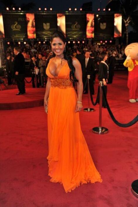 La que de plano se camuflajeó con su bronceado fue Maripily, un naranja...