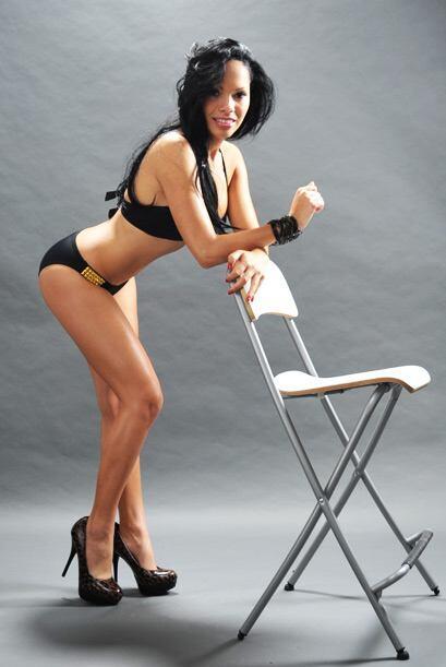 A Sandra le gustan los bikinis pequeños, pero no tanto...