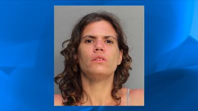 Mariela González fue arrestada por golpear a una anciana de 86 años.