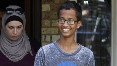 Joven musulmán es arrestado a causa de un reloj