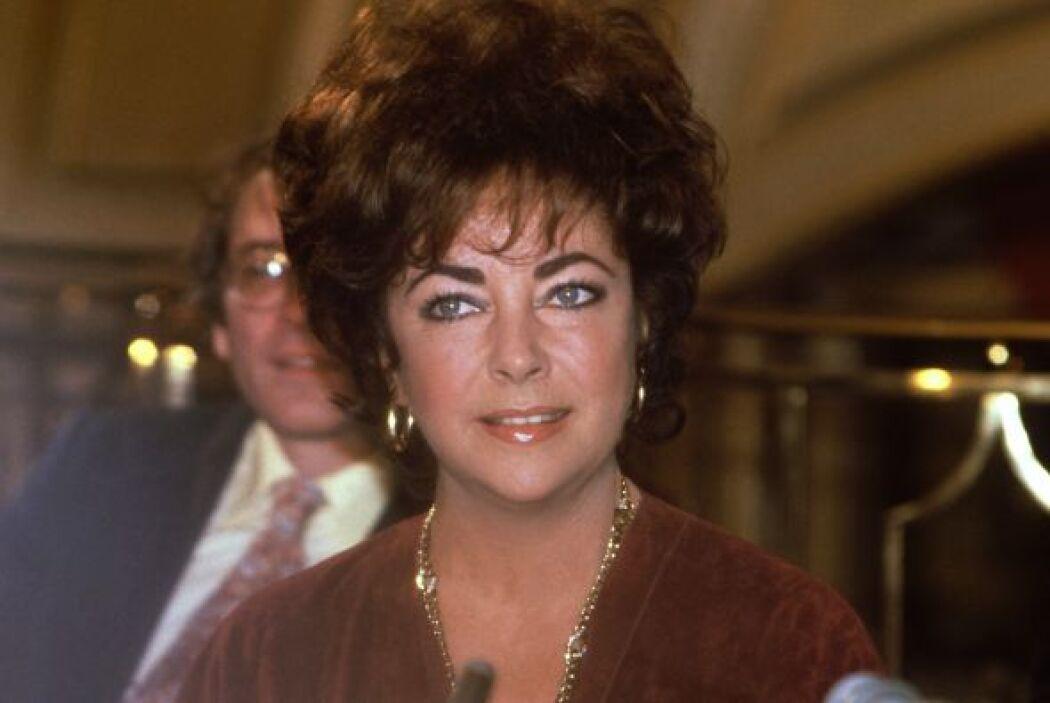 """En 2003 publicó el libro """"Elizabeth Taylor: My Love Affair with Jewelry""""..."""